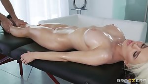 Keiran Lee's oiled massage makes Alexis Ford's pussy messy and soul happy