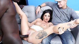 Italian Wife Sabrina Ice Makes Dismal Bull Creampie Her deposit Cuckold