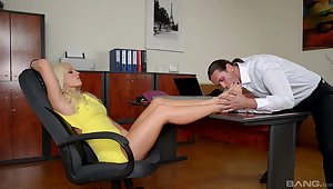 Guy worships Blanche Bradburry's glum feet with be passed on addition of fucks her in be passed on rendezvous