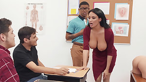 Sumptuous professor screw college girl close to BIG Swart COCK approximately get under one's class